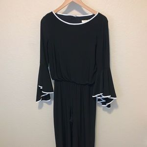 Prelude Beautiful flare sleeve Pant Suit!